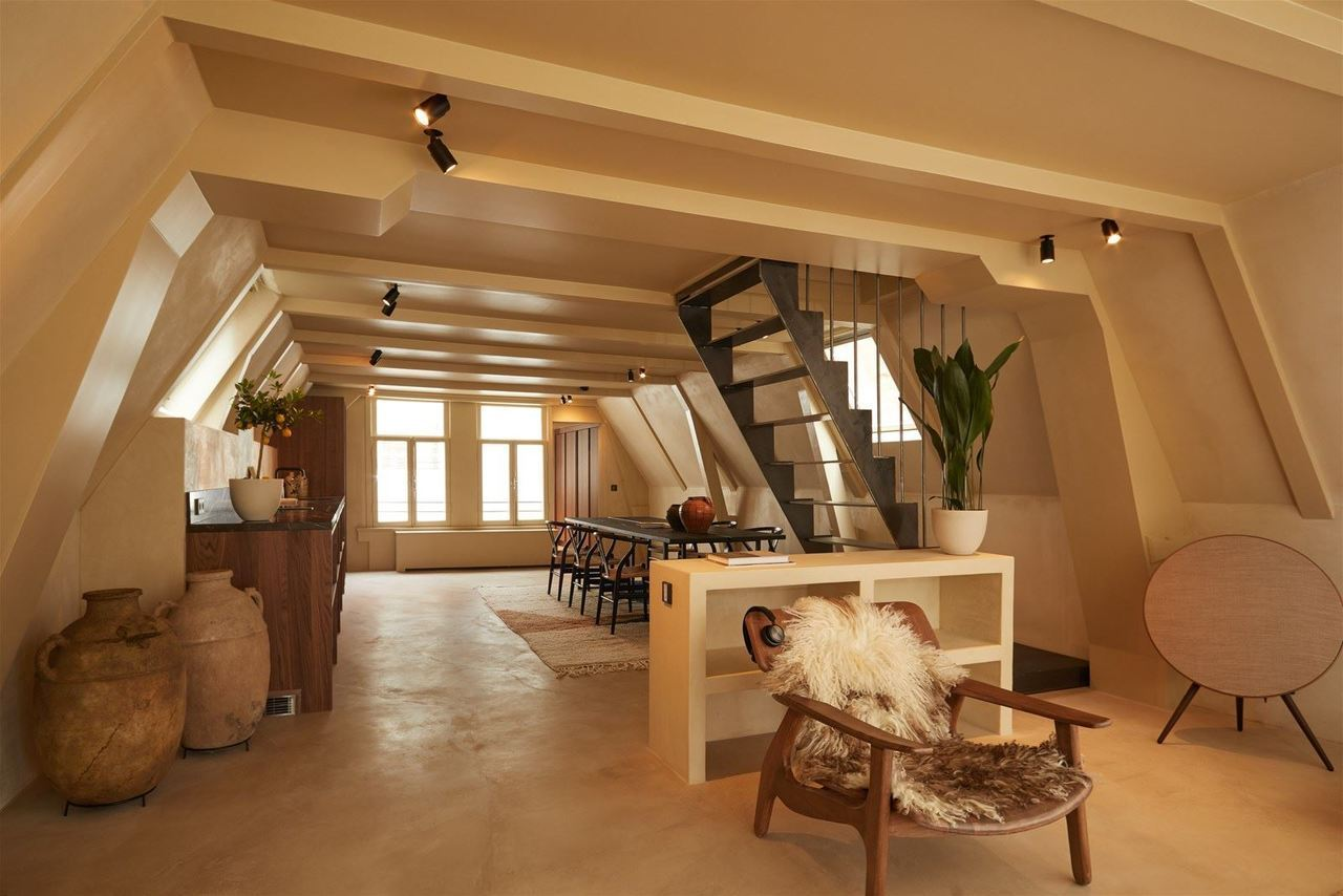 спокойная мансардная квартира в амстердаме