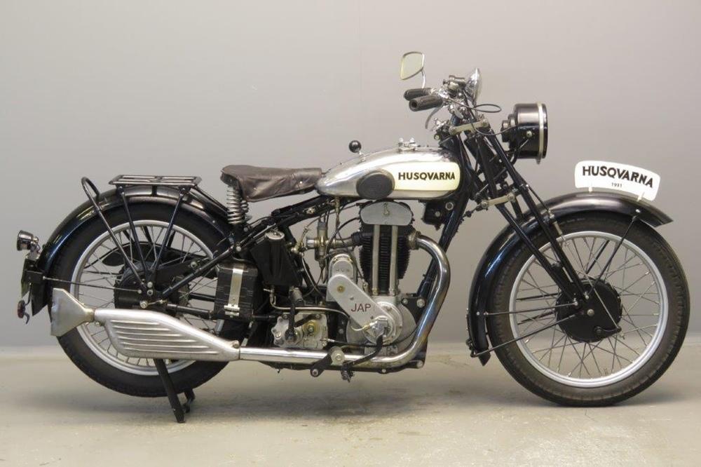 Старинный мотоцикл Husqvarna 50TVA 1931