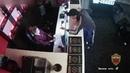 Судя по камерам наблюдения, охранник букмекерской конторы только ходил за нарушителем порядка и просил его ничего не трогать - Видео - L!fe