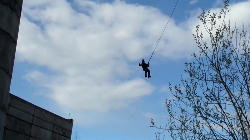 Роупджампиг) прыжок первый, вид с низу...