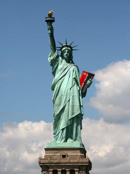 Статуя Свободи і візитка Яроша