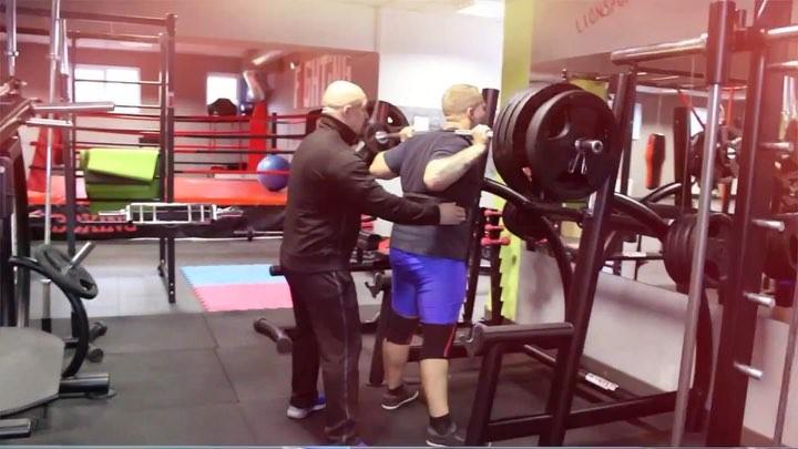 Когда он подходит к снаряду- штанга дрожит💪🔥😉 Присед на плечах 250 kg🤪👌 @ kovalenko.jr  lionsport39 sport power strong fitn