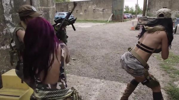 Лучшие порнопародии для гиков! Call of Duty, Мстители и Лига справедливости / PlayGround.ru