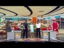 97752938_kassir_stazher_na_kasse_supermarketa-wap_sasisa_ru