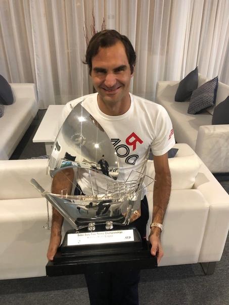 Роджер Федерер выиграл 100-й турнир Швейцарский теннисист победил грека Стефаноса Циципаса в финале турнира Dubai Duty Free Tennis Championships в ОАЭ. Результат встречи 6:4, 6:4 в пользу