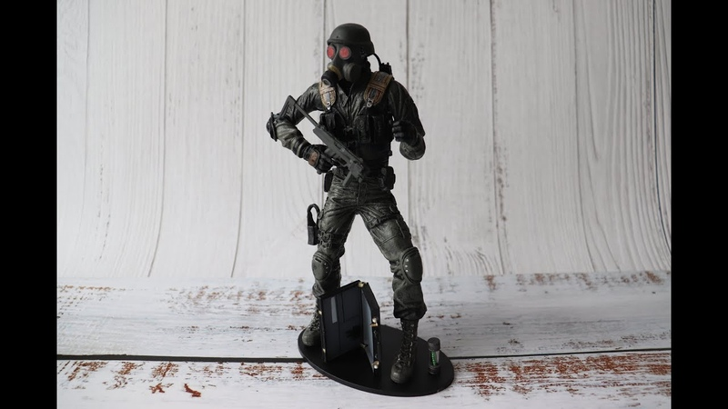 Игрушечная фигурка NECA (Resident Evil / Обитель Зла - Hunk / Ханк) - распаковка