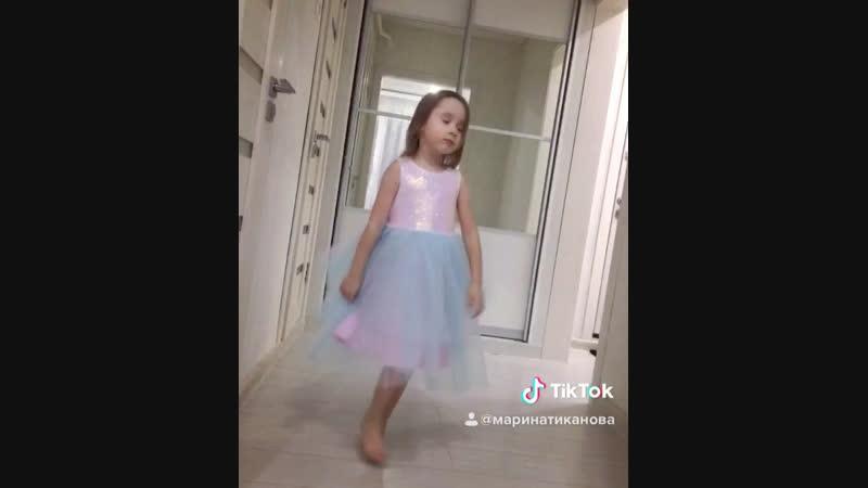 Алексеевна танцует 😄