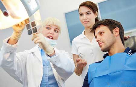 Стоматологическую практику в Соединенных Штатах чаще называют стоматологией.