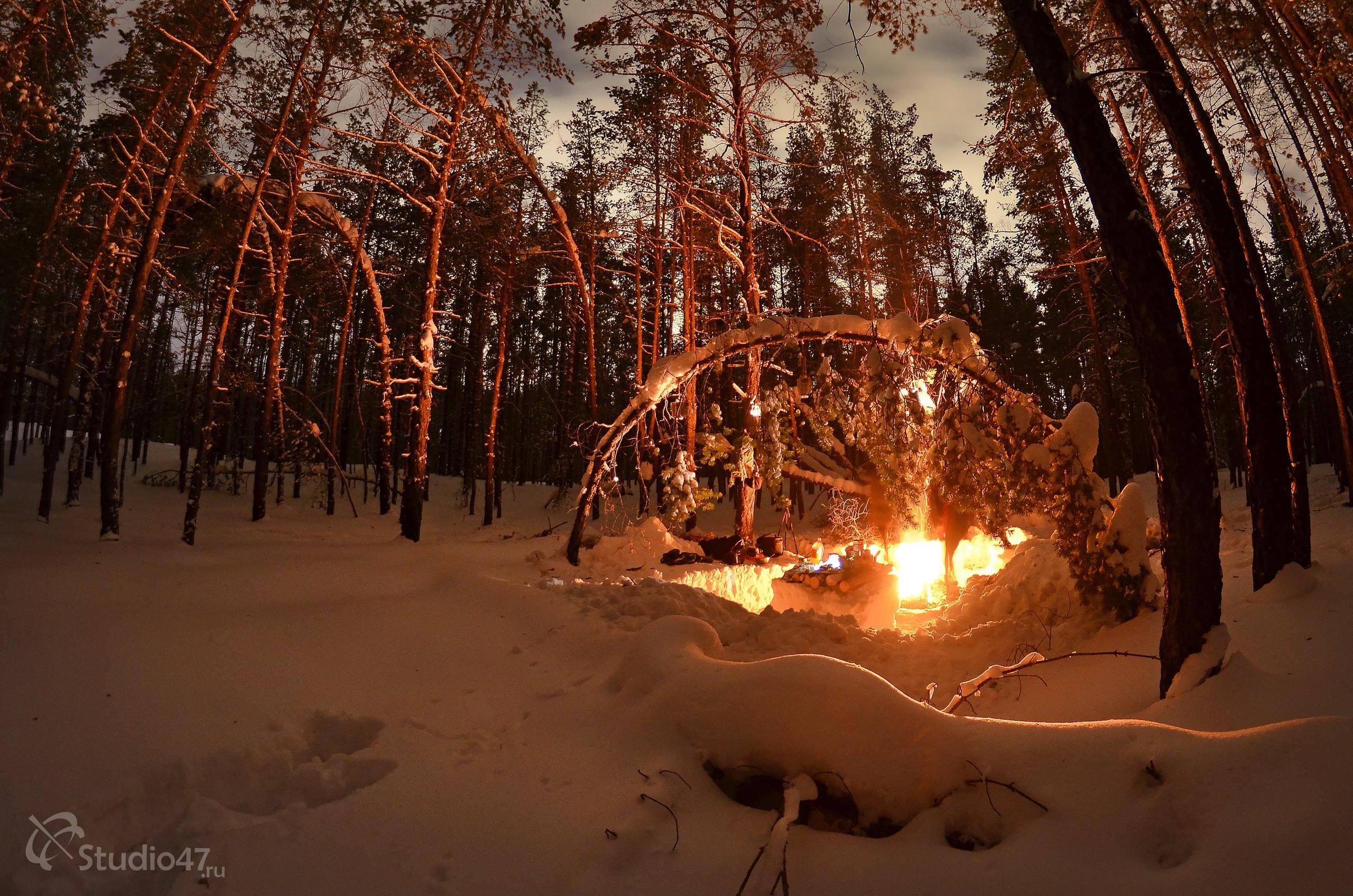 Привал в ночном зимнем лесу