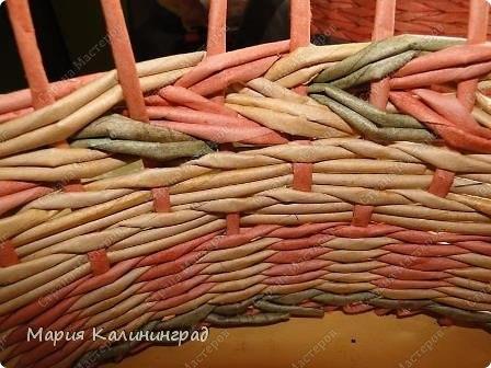Плетение из газет: мк трёхцветной косы и загибка NHgu9Zml29M