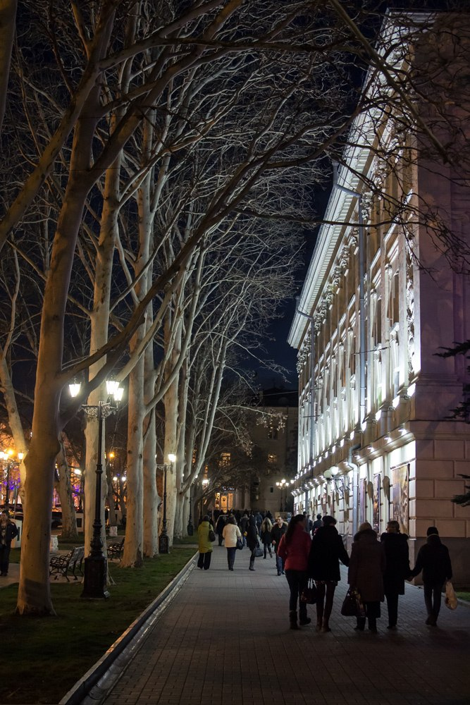 Январь в Севастополе. Слева- театр Луначарского