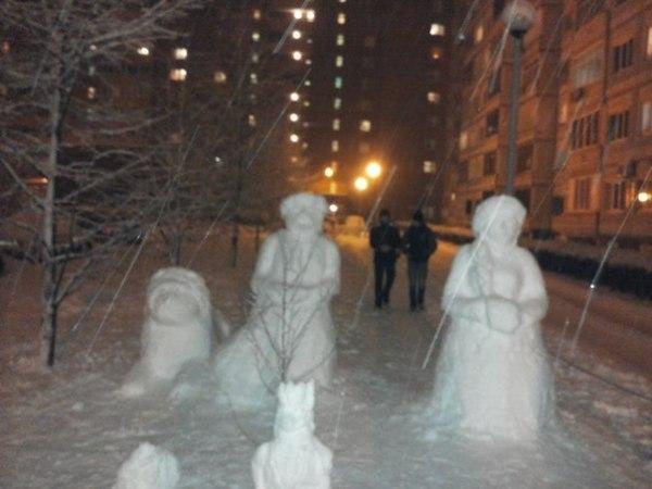 ВСЕМ НА РАДОСТЬ - энтузиасты слепили к Новому году скульптуры из снега в Тольятти  EZnGyvUOj9I