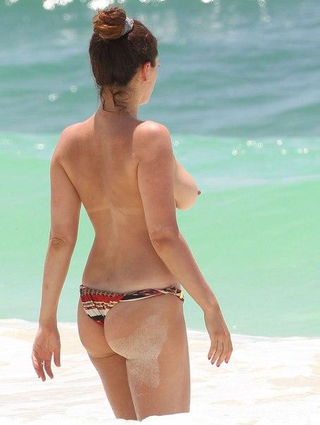 фото голые звезд на пляже