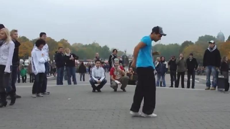 Молодежь танцует под татарскую гармонь! - YouTube.mp4