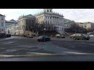 Мигалка нарушает у стен Кремля
