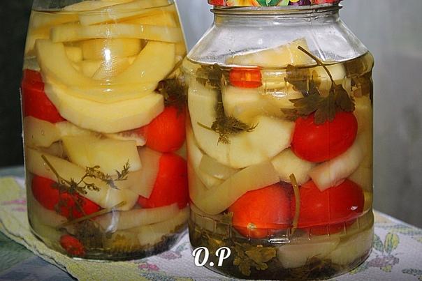 острые маринованные кабачки с помидорами для приготовления понадобится:кабачки - 2 кг (очищенные от кожуры и семян )помидоры маленькие - 1 кгперец жгучий чили - 1 стручокзелень укропа и петрушки