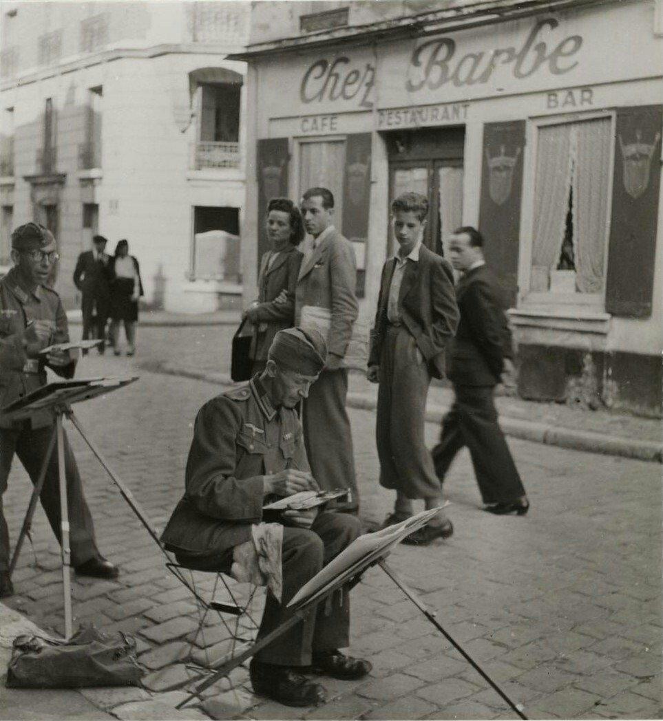 Немецкие солдаты на улице Мон-Сени, Париж, 1940 год.