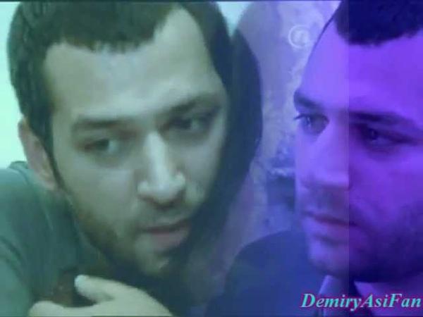 Murat Yildirim and Tuba Büyüküstün as Demir and Asi Samo jubav ostaje