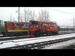 АДМ - 183 и ЧМЭ3 - 6800 с грузовым составом, Витебское направление.
