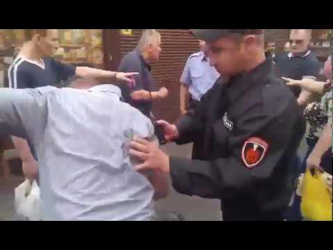 У Києві чужинець вдарив пенсіонера, який заступився за жінку з дітьми.