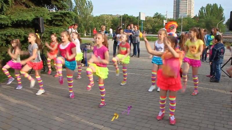 ДЕТСКИЙ ФИТНЕС из Fitness Life выступает на празднике Дня Защиты Детей