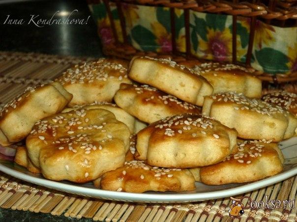 Печенье из картофеля Очень вкусное слоенное печенье, слегка солоноватое. Один недостаток - очень быстро заканчивается, и все домочадцы бегают за тобой требуя очередную порцию такого печенья.