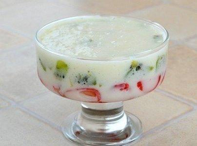 Фрукты в зефирном креме Нежный, кисло-сладкий десерт. Ингредиенты: - 2
