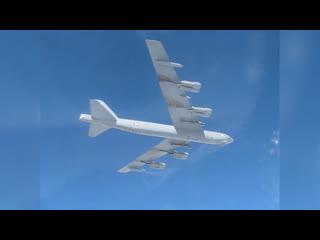 Опубликовано видео сопровождения российскими истребителями Су-27 американского бомбардировщика B-52