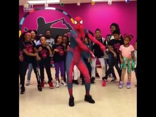 Человек-паук отрывается (хорошее настроение, юмор, комедия, паук танцует, пляски, танец, мститель, комиксы Марвел, Marvel).