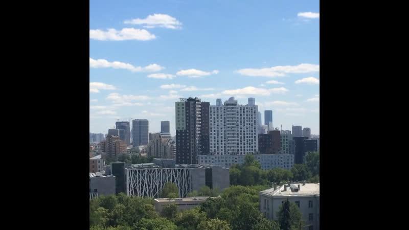 Вид из окна на Москву