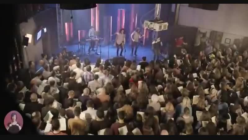Тель Авив 600 человек исполнили песню Imagine Dragons...