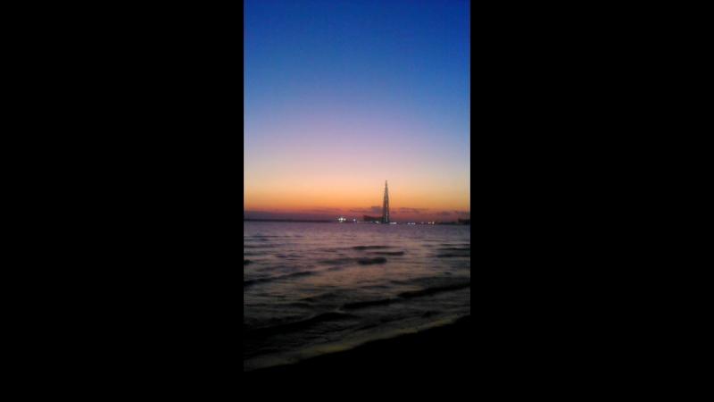 Яркое небо пляж на Васильевском острове