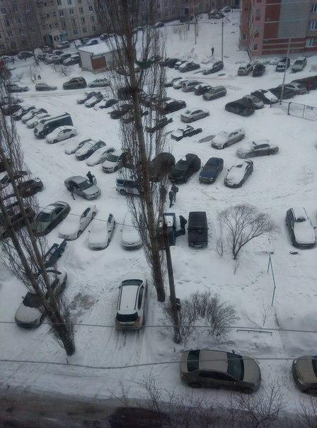 Во дворе М.Рыльского 11, с 26 на 27 февраля, были вскрыты капоты и украдены акку...
