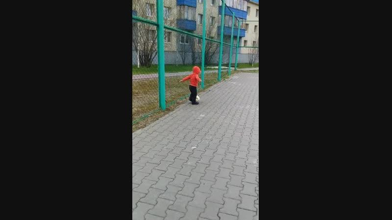 внук Савелий - тренируется