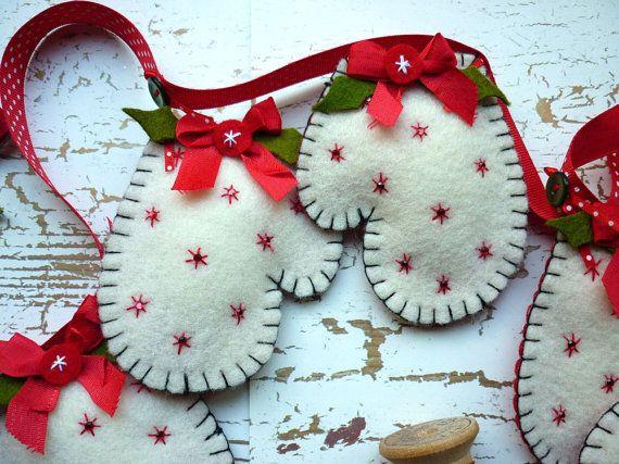 Шьем варежки из фетра для декора