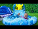 Папа ОБИДЕЛСЯ Николь и Алиса сами НАДУЛИ Гигантскую ГОРКУ Giant Inflatable TOYS