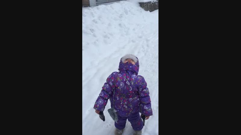 Ели снег...