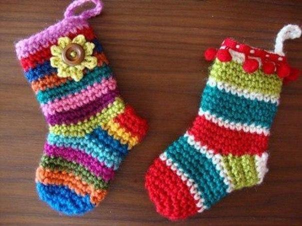 Носочки малышам из остатков пряжи