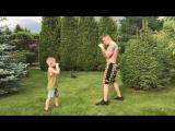 Отец и сын. Взято с канала Fitness Mama