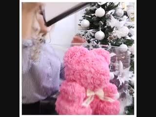 Ищите подарок на Новый год? — Вы его нашли!🎁⠀ Мишка из роз — это и игрушка, и цветы, и элемент декора🐻💕 Сделан вручную из боле