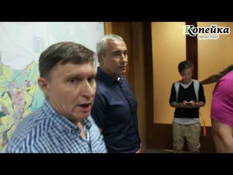 В администрации Сергиева Посада чиновники бьют жителей пришедших к главе района