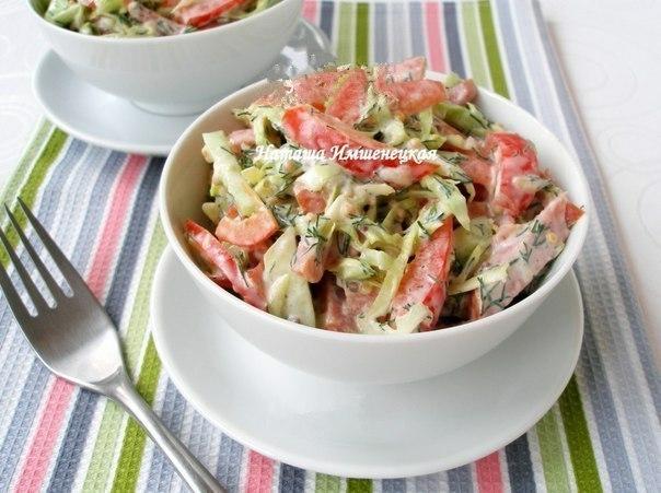 Салат с копченой колбасой и огурцами Ингредиенты: -2 свежих