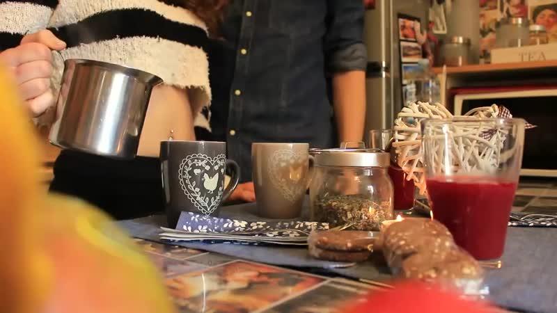 Un tè in perizoma A tea in thong