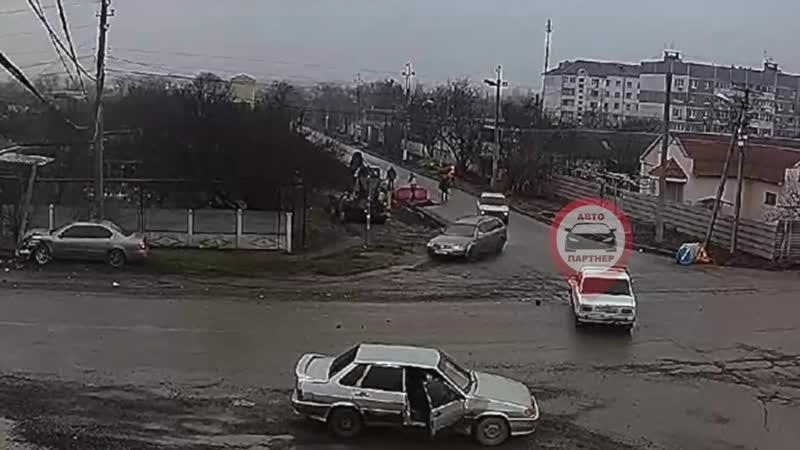 ДТП Гвардейское.Гагарина-Мельничный.Сбитая опора упала на газопровод.