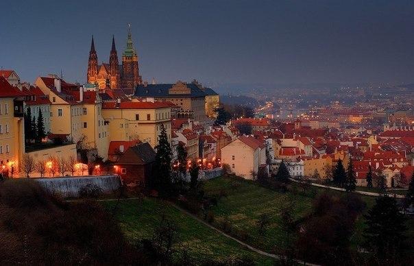 Огни зажигаются в Праге, Чехия