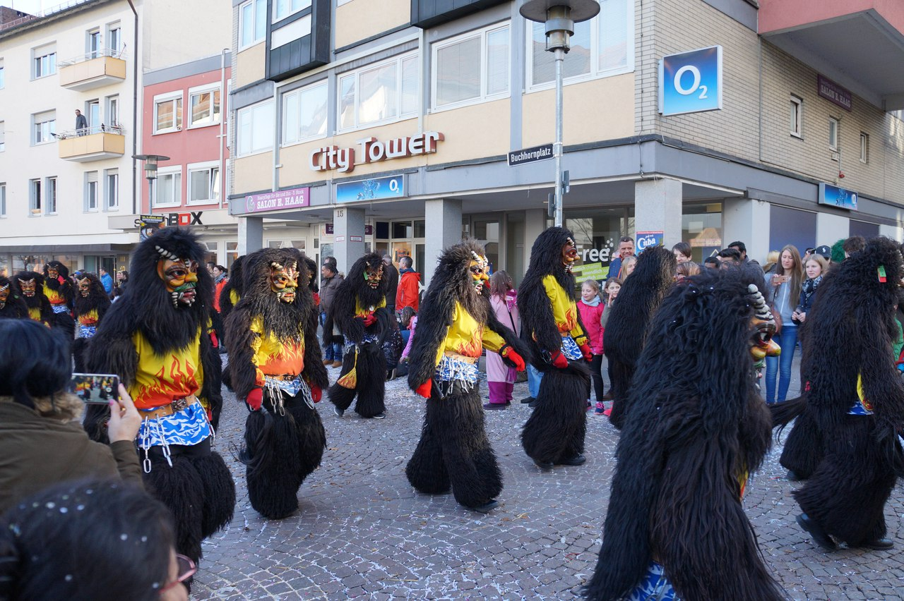 Fastnacht, an ancient tradition of seeing winter in Germany for a week, a case of Fastnacht, sweets, clothes, lollipops, different, very, streets, kilometers, closes, Elferrat, long, Column, lollipops, sweets, advice, sweets, fools