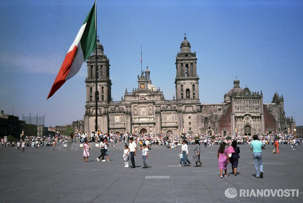 Толпа протестующих убила мэра индейского города в Мексике: http://ria.ru/world/20160723/1472722381.html