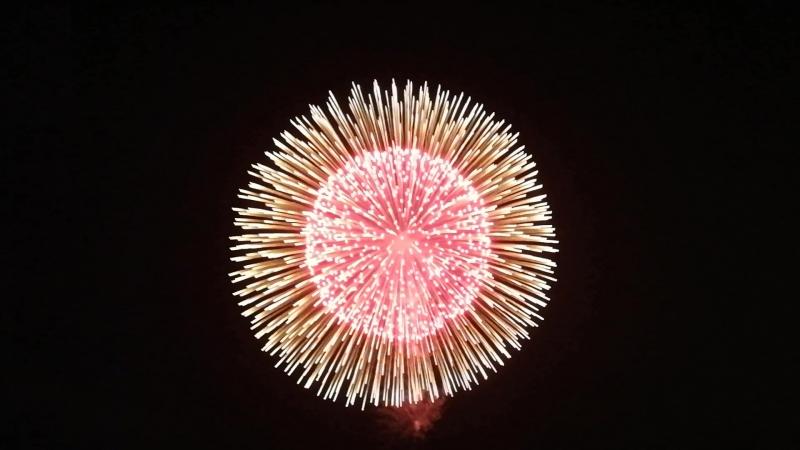 Взрыв японского фейерверка Каннабис
