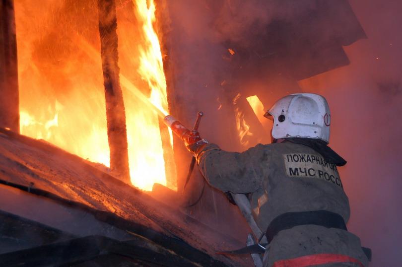 Пожар уничтожил жилой дом в Исправной