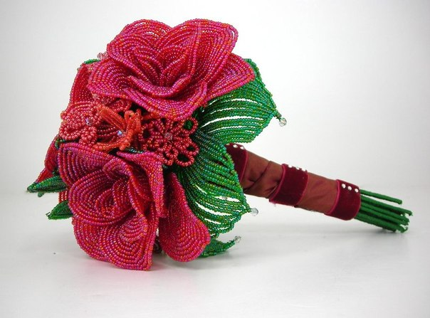 цветов из бисера – фиалок,